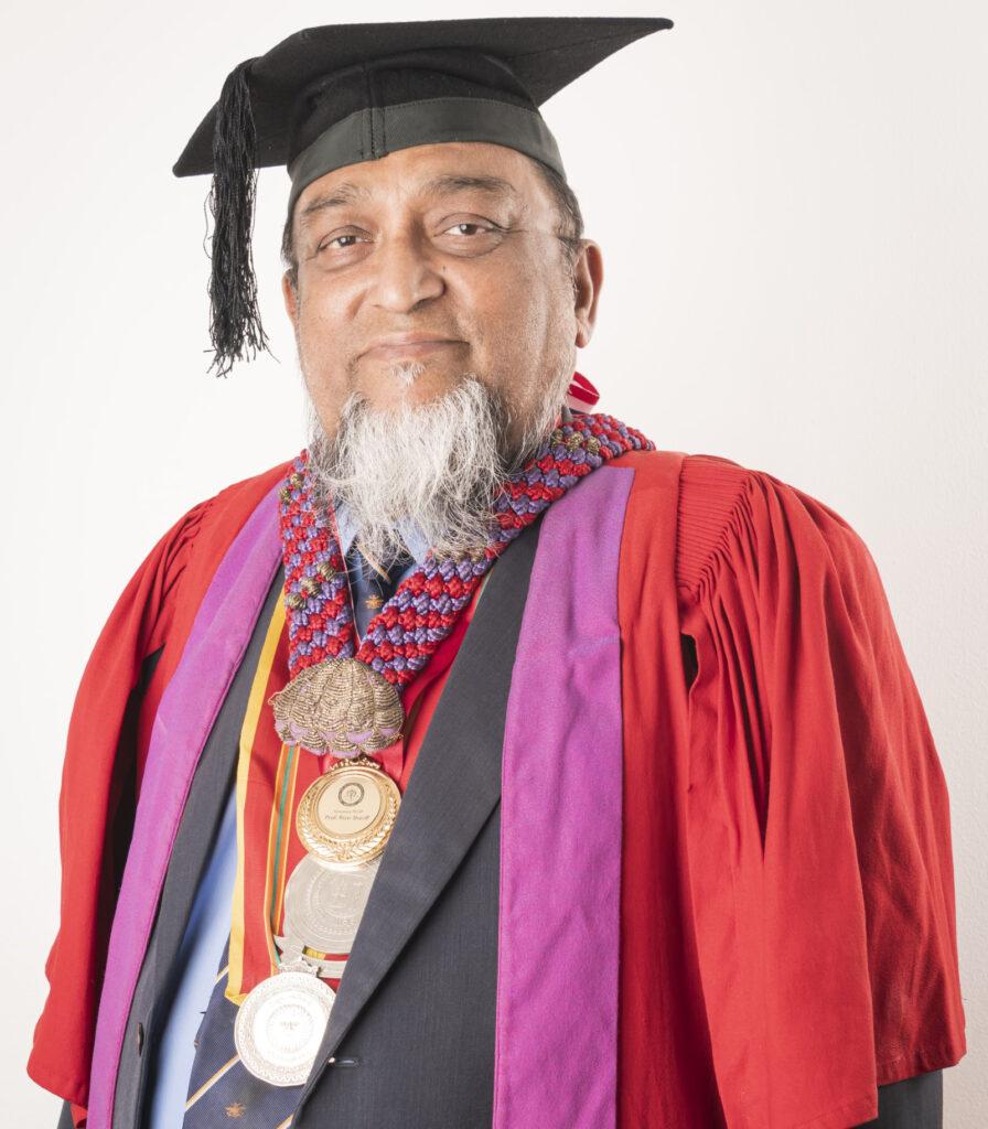 Professor 2 W 896x1024